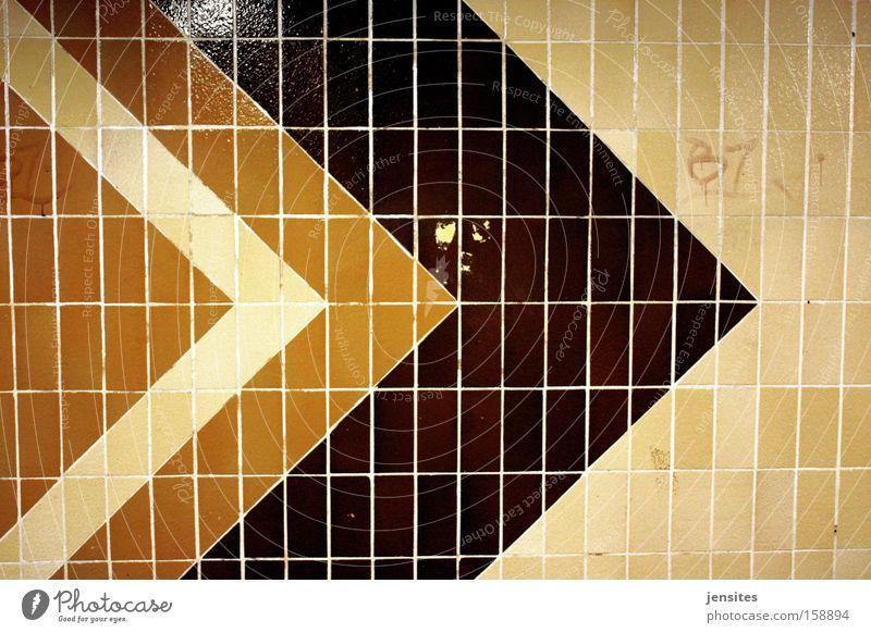 Wannabe In LA Architektur Wege & Pfade Pfeil Fliesen u. Kacheln Tunnel U-Bahn Richtung DDR Geometrie Wegweiser Dreieck unterirdisch