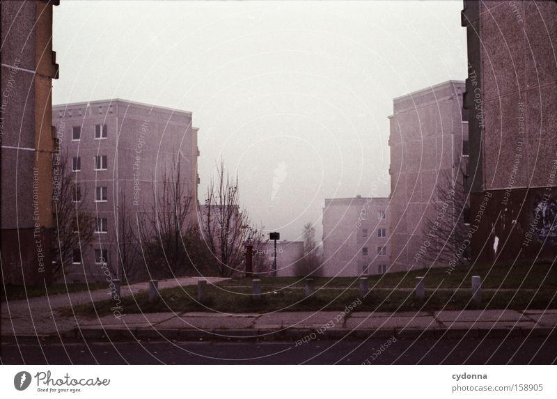 Aufbau Ost Einsamkeit Gesellschaft (Soziologie) Lebensraum Konkurrenz Architektur Beton Plattenbau Schlucht Osten DDR Häusliches Leben Zeit möglich Ausgabe