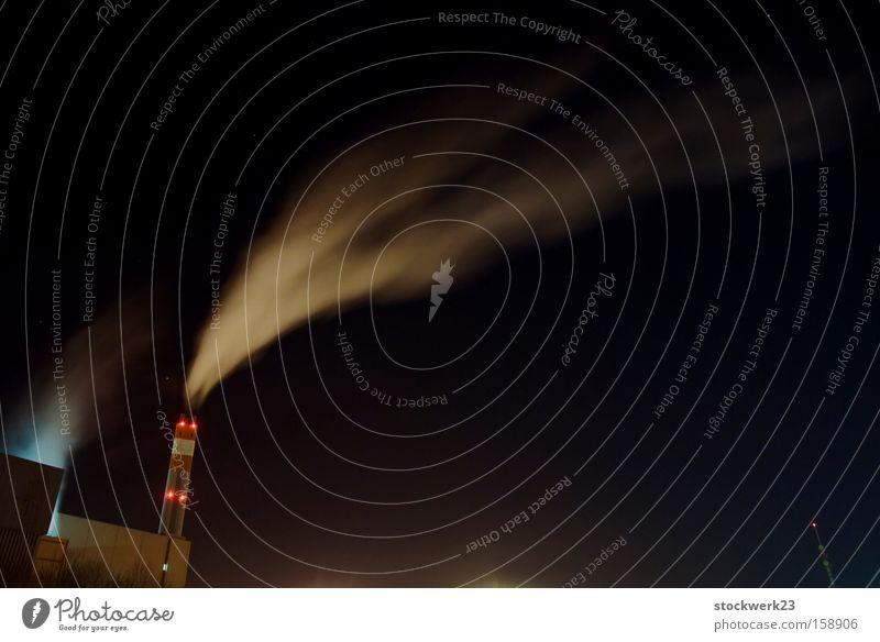 Wo Rauch ist... Winter Beleuchtung hoch Klima Industrie Umweltschutz ökologisch Abgas Schornstein Klimawandel Umweltverschmutzung verbrannt Moral Emission