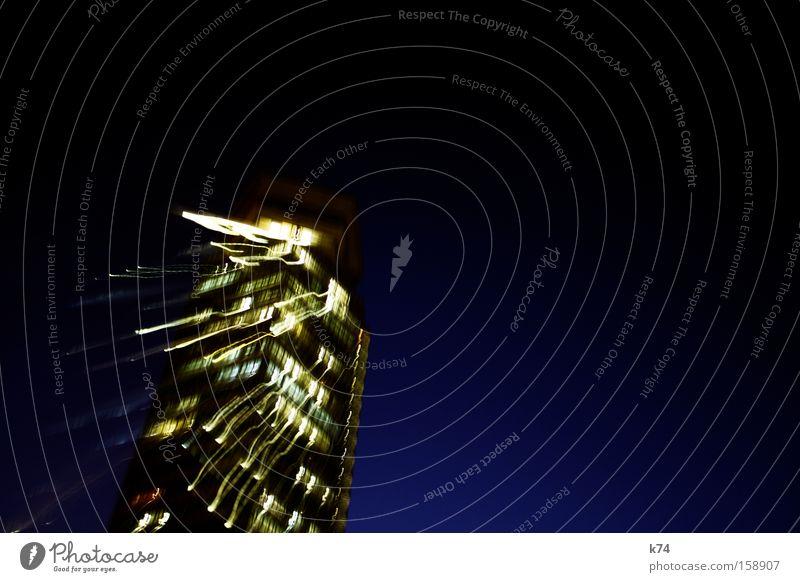 temps II Hochhaus Licht Stress blau laufen Sturz fallen Abend Angst Panik Langzeitbelichtung
