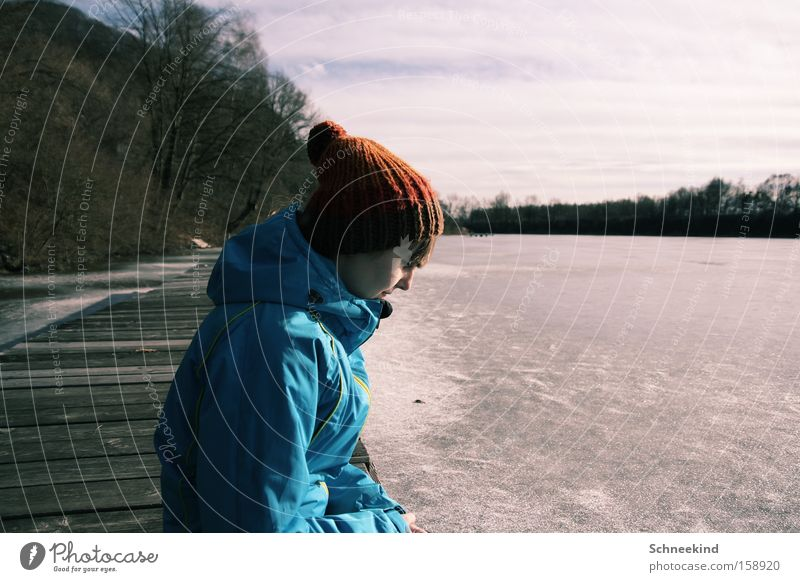 A Never Ending Story Frau Natur blau schön Winter Einsamkeit Erholung kalt Freiheit See Eis Mütze Steg