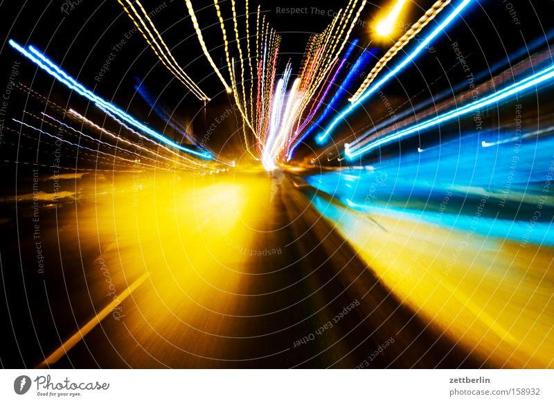 Weltpremiere Licht Zoomeffekt Geschwindigkeit Zentralperspektive Straße Verkehr Reaktionen u. Effekte Sportveranstaltung Konkurrenz obskur warp 9 hydrophob