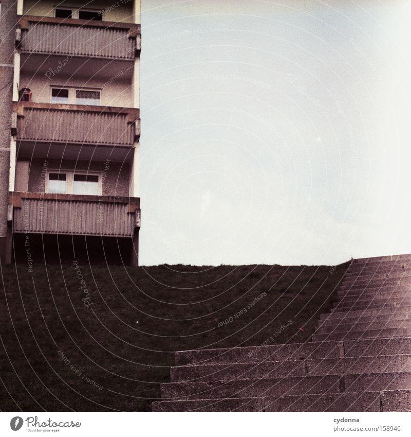 Balkonien Einsamkeit Gesellschaft (Soziologie) Lebensraum Architektur Beton Plattenbau leer Osten DDR Häusliches Leben Zeit möglich Vergangenheit Detailaufnahme
