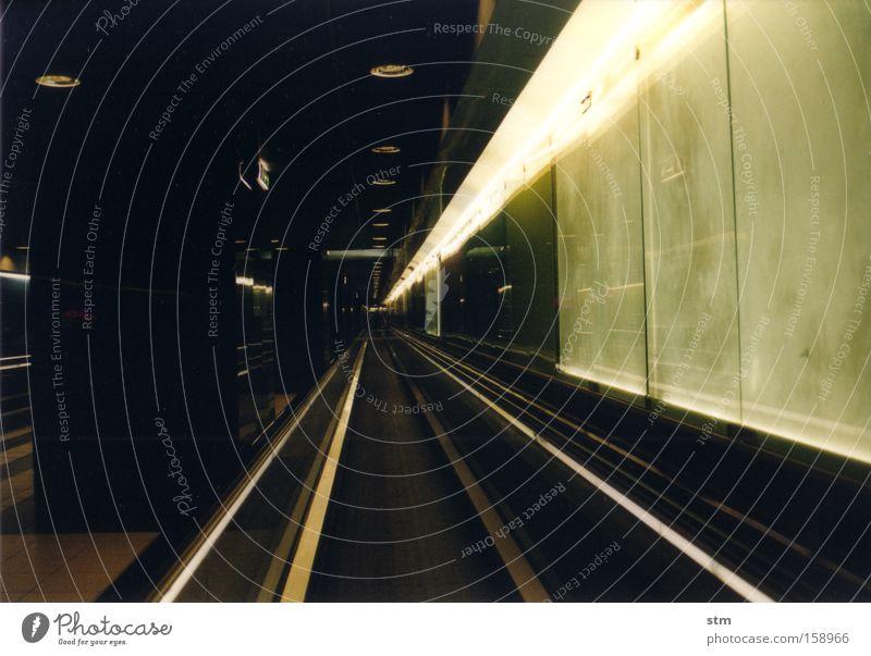 roadmovie 21 Bewegung Verkehr Güterverkehr & Logistik offen Tunnel U-Bahn Verbindung Bahnhof London Underground Untergrund Verkehrsmittel unterirdisch Frankreich Paris Métro Laufband