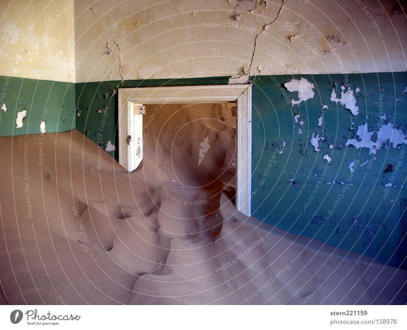 Sand frisst Zeit Ferien & Urlaub & Reisen Einsamkeit Wand Sand Zeit Afrika Wüste Vergänglichkeit verfallen Ruine Düne Riss Namibia Naturgewalt Türrahmen