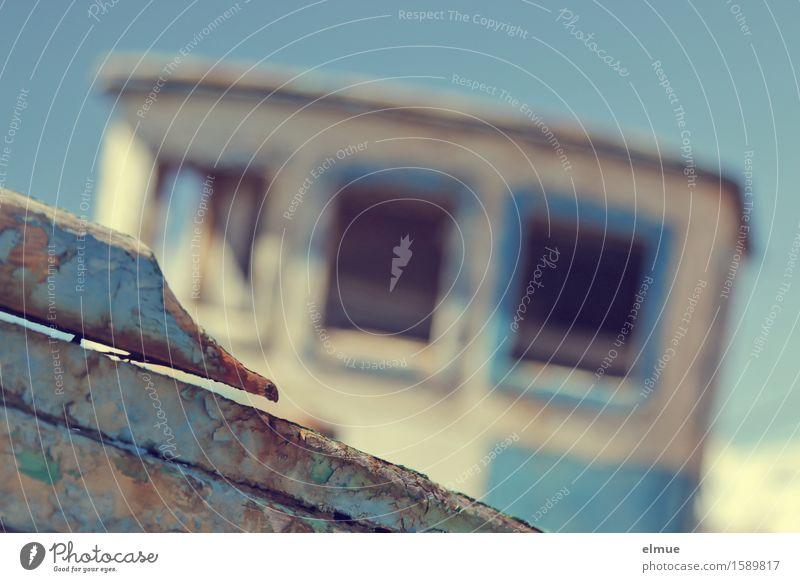 abgewrackt Ferien & Urlaub & Reisen Kapitän Bootsmann Schifffahrt Fischerboot Wasserfahrzeug Schiffswrack Holz liegen kaputt blau Romantik sparsam Traurigkeit