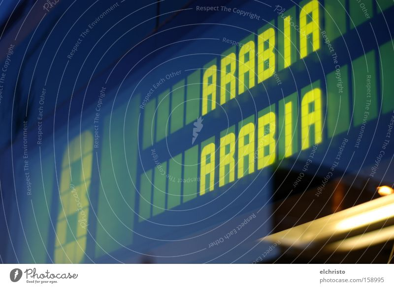 Mit der Straßenbahn nach Arabien Helsinki Verkehrsmittel Reflexion & Spiegelung Lampe gelb grün Ziel Autofenster Glas Ziffern & Zahlen Arabia Digitalanzeige