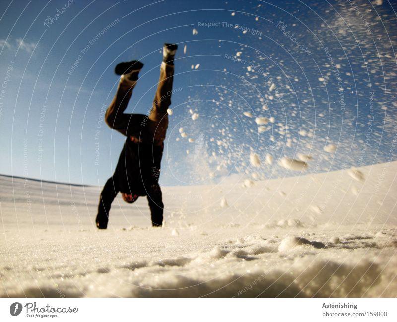 SchneeStand Schneefall Handstand Mann Mensch weiß Flocke Himmel blau Winter Beine kalt Bewegung Dynamik