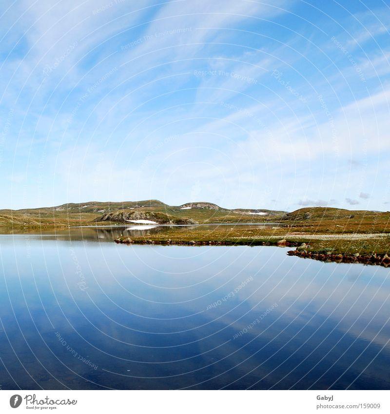 Die stille Unendlichkeit... Natur Einsamkeit Freiheit See Horizont Europa Frieden Norwegen Skandinavien karg Hochebene Wasserspiegelung ruhend Tundra Hardangervidda