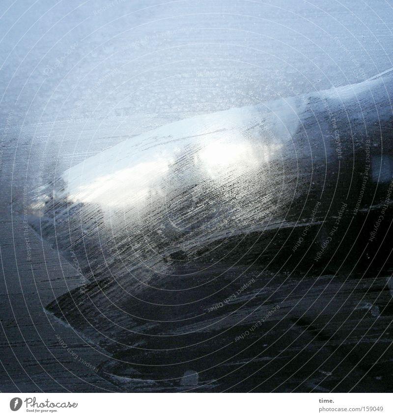 Der Morgen fing mal wieder gut an ... Winter Himmel Eis Frost PKW Glas blau kratzen Windschutzscheibe KFZ tauen Baumkrone Durchblick Fensterblick Menschenleer
