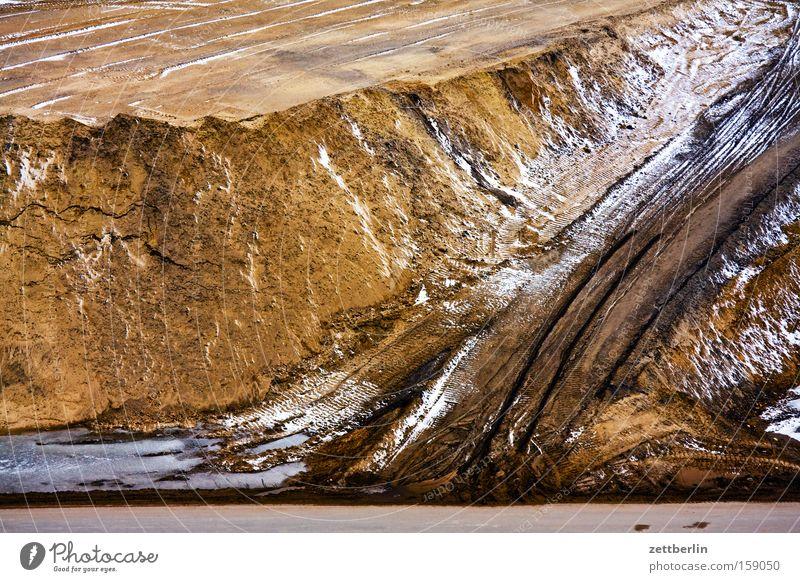 Baustelle Winter Schnee Mauer Sand Erde Industrie Kies Wiedervereinigung Stein Straßenbau aufschütten Winterpause Tiefbau Strukturwandel Aufbau Ost