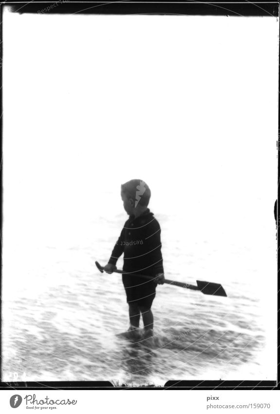 Rahmenhandlung Mensch Kind Meer Strand Ferien & Urlaub & Reisen Junge Spielen historisch Erinnerung Souvenir Schaufel Nachkommen