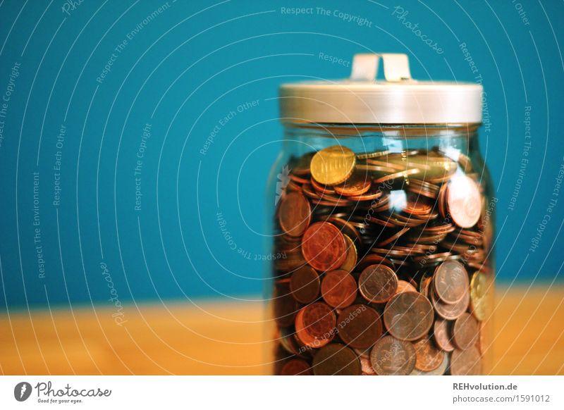 """""""Fliegt mit der Kohle nach Las Vegas."""" Wirtschaft Handel Kapitalwirtschaft Geldinstitut Business Erfolg sparen viele blau Geldmünzen Glas Cent kaufen liefern"""