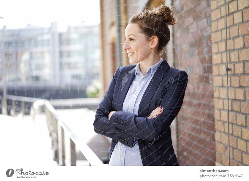 Break Mensch Jugendliche Erholung 18-30 Jahre Erwachsene feminin Lifestyle Denken Business Arbeit & Erwerbstätigkeit träumen elegant leuchten Erfolg stehen warten