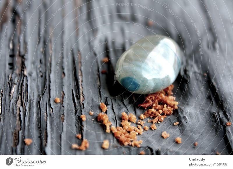 Apfelkrümel, Edelstein Krümel Stein orange blau Spiegel Reflexion & Spiegelung Riss Makroaufnahme Nahaufnahme Holz. Farbe Lack krümelig