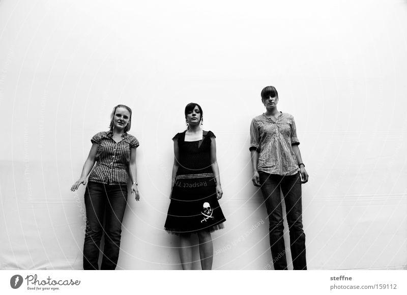 Die 3 Damen vom Grill Frau Freude Model hüpfen Projektionsleinwand Ausgelassenheit Photo-Shooting