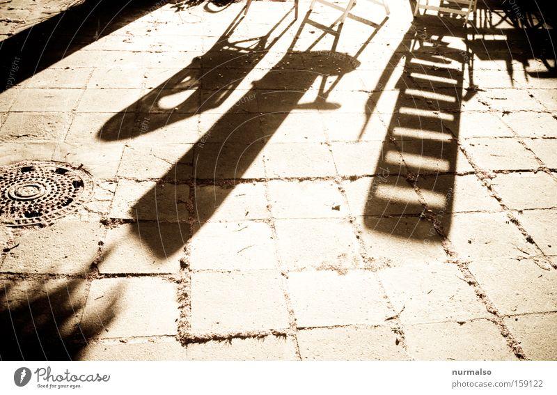 Morgen, wie er mal wird . . . Sommer Freude Wärme Stein Garten Bodenbelag Boden Stuhl obskur graphisch Liegestuhl Hof