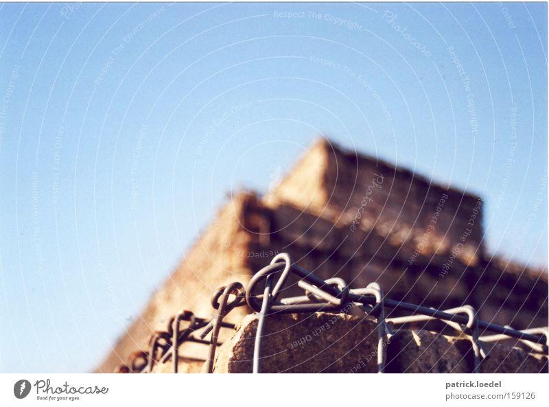 [HB09.1] Pyramide Himmel blau Berge u. Gebirge Stein Mauer Metall Architektur Umwelt Baustelle Hügel aufwärts Kette gefangen bauen Barriere