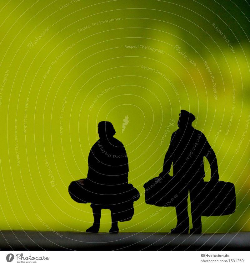 """""""Na? Gepäckmarsch?"""" Mensch Frau Ferien & Urlaub & Reisen Mann alt grün Erholung Reisefotografie Erwachsene gelb Senior feminin Paar gehen maskulin Kraft"""