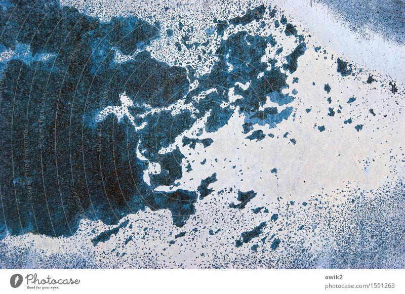 Blechschaden Metall alt Verfall Vergänglichkeit Zerstörung Zahn der Zeit Schaden Kratzer Spuren blau Farbfoto Außenaufnahme Detailaufnahme Menschenleer