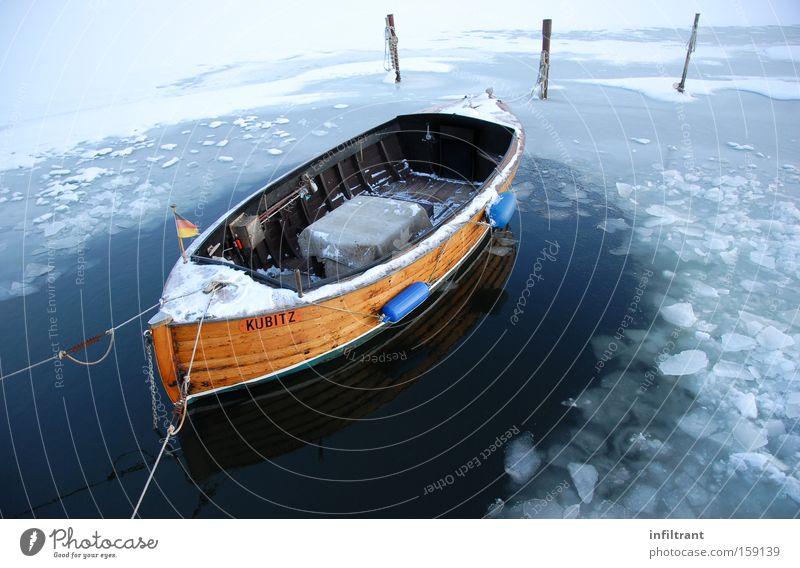 Boot im Winter Wasser Meer kalt Schnee See Eis Wasserfahrzeug Freizeit & Hobby gefroren Anlegestelle Schifffahrt Ostsee