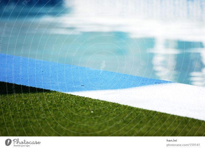 Swimmingpool Wasser Sommer Freude Erholung Spielen Freizeit & Hobby Ecke Schwimmbad Rasen Sportrasen Erfrischung Kühlung