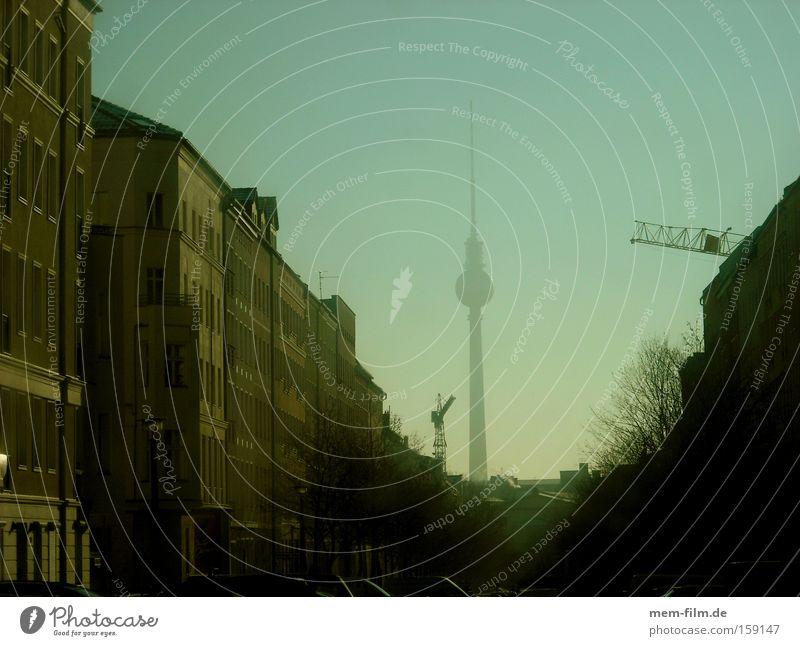 wintersonne Straße Berlin Gebäude Wohnung Nebel Tourismus Schlucht Berliner Fernsehturm Hauptstadt Altbau Sanieren Makler