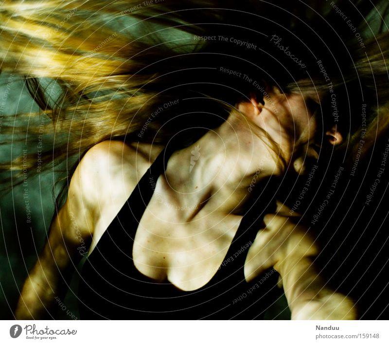 Energetisch Frau Unterwasseraufnahme Surrealismus Licht Lichtfleck Mensch Haare & Frisuren schütteln Kraft zielstrebig energiegeladen Dynamik planlos stark