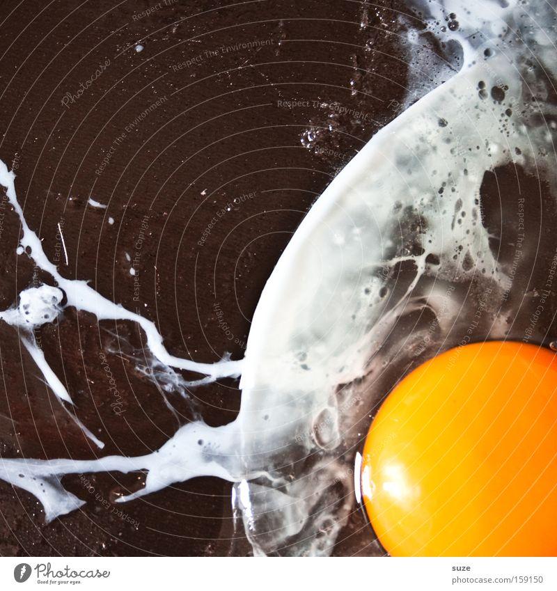 Gummiboot in stürmischer See weiß schwarz gelb Lebensmittel Ernährung Kochen & Garen & Backen lecker Bioprodukte Frühstück Ei Pfanne Eigelb Mahlzeit abstrakt Hühnerei Eiklar