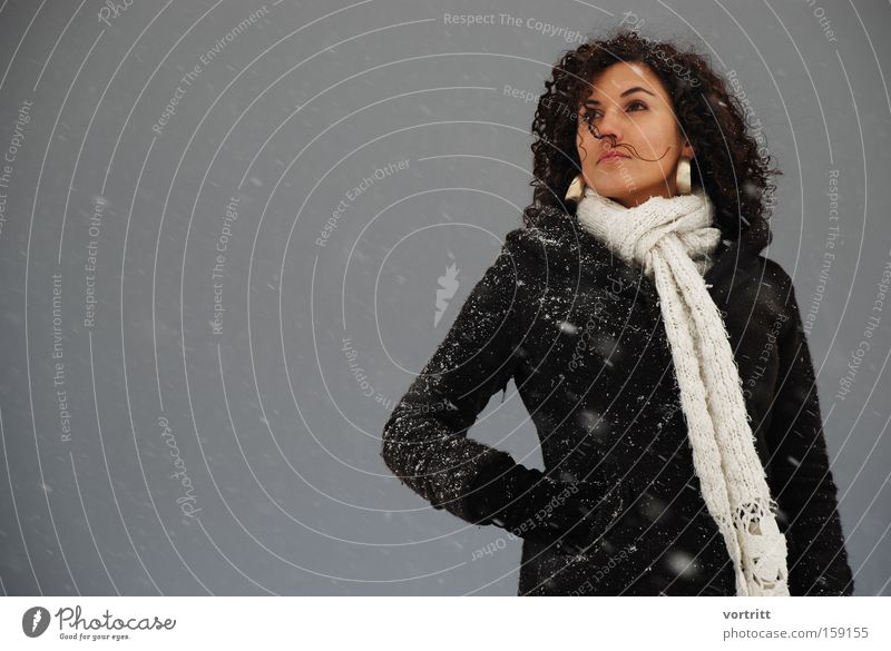 100 Jubiläum Frau Mensch Winter Schnee Flocke Körperhaltung dunkel Schneesturm Ohrringe Wind Model