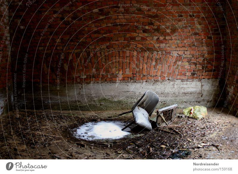 zum Verhör bitte alt Wasser Winter Einsamkeit dunkel kalt Schnee Wand Mauer Innenarchitektur Eis dreckig Armut Design Häusliches Leben Lifestyle