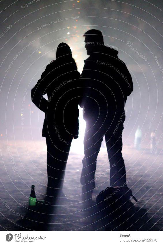 Feuerwerk Mensch Freude schwarz Liebe feminin Paar Freundschaft Feste & Feiern Freizeit & Hobby maskulin Fröhlichkeit paarweise festhalten Silvester u. Neujahr