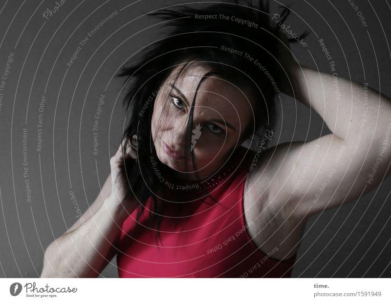 . Mensch rot dunkel Leben Gefühle Bewegung feminin Denken Haare & Frisuren wild warten beobachten Wandel & Veränderung festhalten T-Shirt Leidenschaft