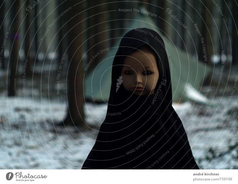 marie Winter Schnee Mädchen Kopf Gesicht Baum Wald Puppe bedrohlich dunkel gruselig kalt klein verrückt Hemmung Angst Volksglaube Glaube Religion & Glaube Moral