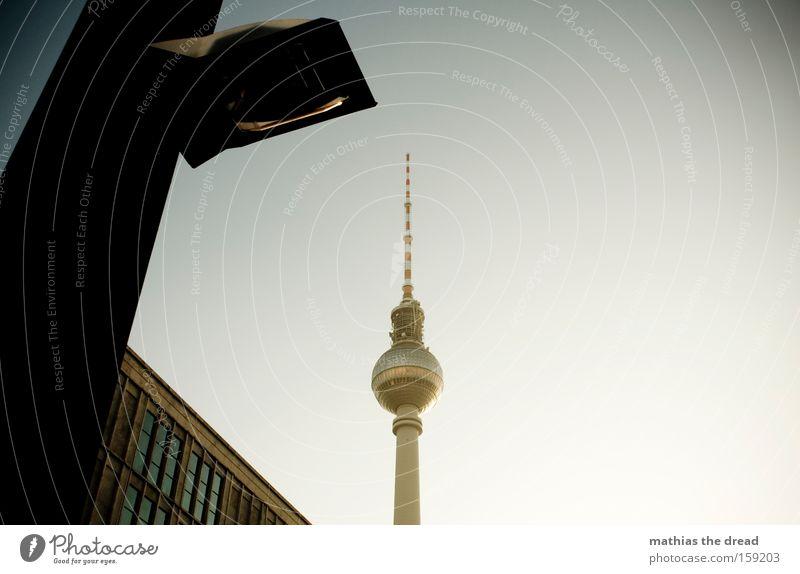 SCHÖNES WOCHENENDE schön Himmel blau Stadt Berlin Kabel Turm Vertrauen Kugel Idylle Laterne Denkmal Stahlkabel Wahrzeichen Berliner Fernsehturm Nervosität