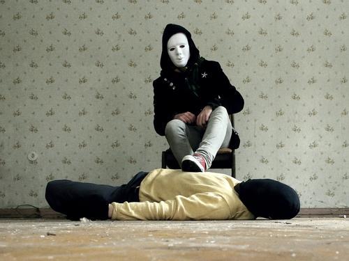 le fantôme. [weimar 09] Mann ruhig Tod Angst Aktion Maske Vergänglichkeit Tapete trashig Geister u. Gespenster Panik Karnevalskostüm Mord Opfer Unterdrückung