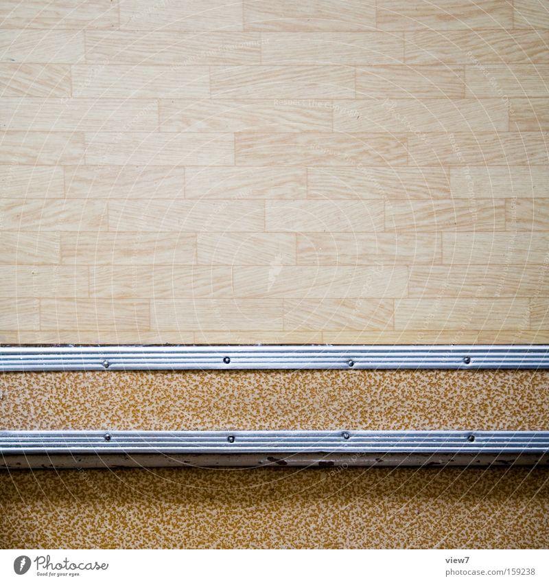 Türschwelle Detailaufnahme alt Raum Ordnung Boden Bodenbelag Spuren obskur Flur Oberfläche zerstören nützlich Vorteil Linoleum Abnutzung