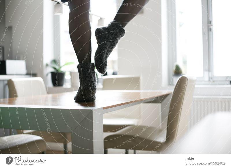 strumfreie Bude ! Lifestyle Freizeit & Hobby Häusliches Leben Wohnung Tisch Raum Küche Esszimmer Feste & Feiern Tanzen Fuß Beine 1 Mensch Wollsocke Strumpfhose