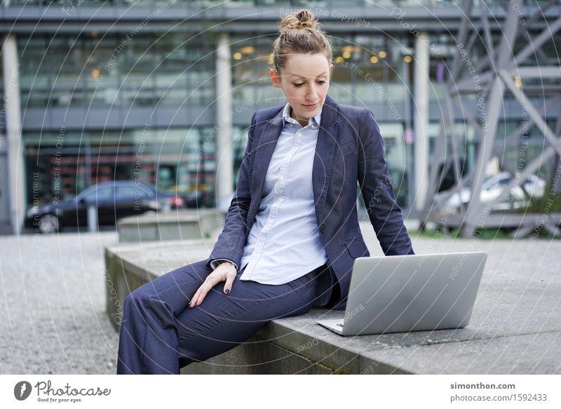 always online Mensch Jugendliche 18-30 Jahre Erwachsene feminin Stil Lifestyle Business Freizeit & Hobby Erfolg Telekommunikation Zukunft lernen Studium Pause Bildung