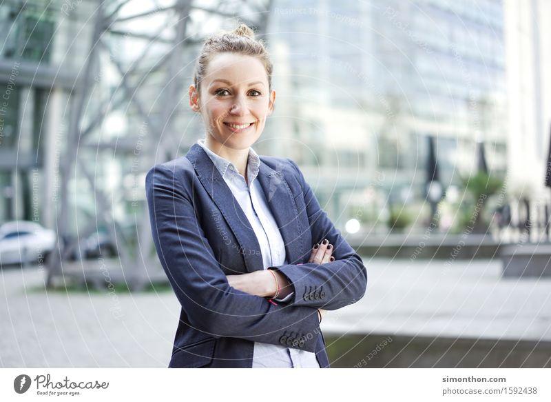 Like a Boss Mensch Jugendliche 18-30 Jahre Erwachsene sprechen feminin Lifestyle Business Büro Energiewirtschaft Erfolg lernen Studium Industrie Baustelle