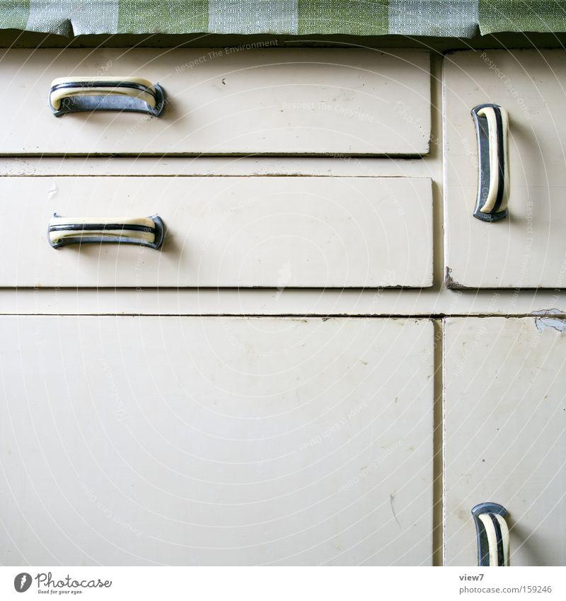 Küchenschrank Schrank Möbel Griff Holzbrett Schublade Tür retro einfach rustikal Ordnung Knöpfe Haushalt
