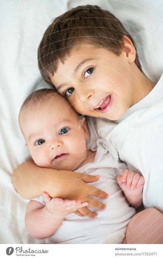 Mensch Kind schön Freude Mädchen Junge Religion & Glaube Glück Zusammensein Zufriedenheit glänzend frei Kindheit genießen Lächeln Baby