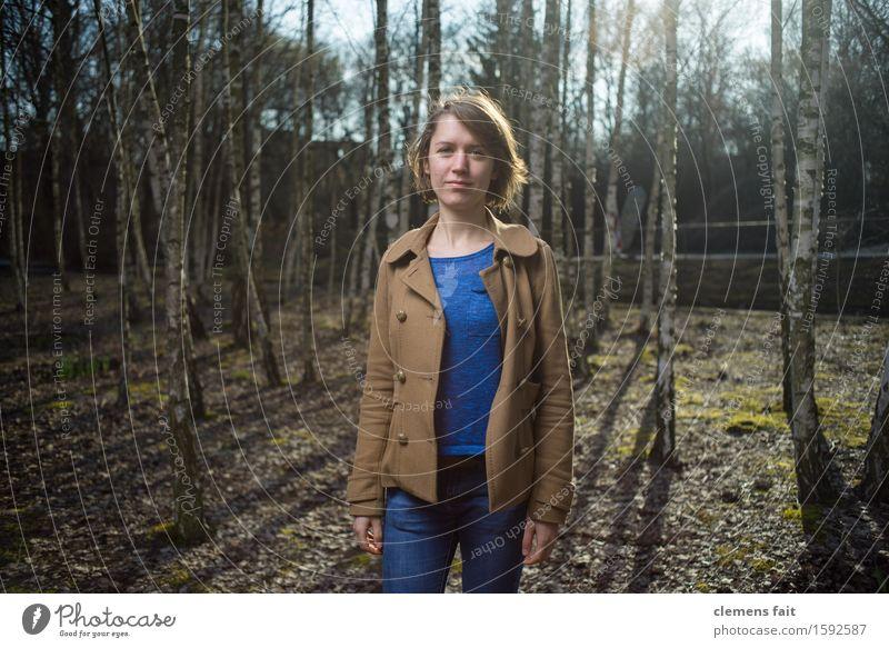 Im Birkenhain IV Natur blau Junge Frau Sonne Mädchen Wald Frühling Bekleidung Model Jacke Mantel Wäldchen Streiflicht
