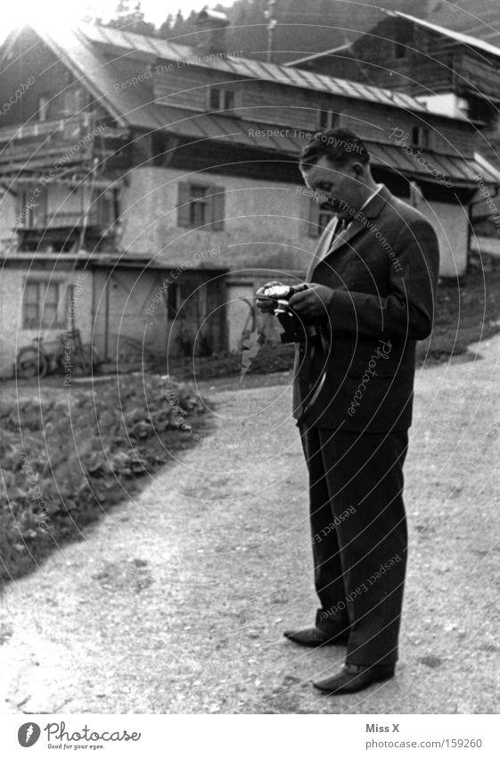 vor vier Generationen alt Ferien & Urlaub & Reisen Ausflug wandern Alpen Fotokamera Vergangenheit Hütte Nostalgie Fotograf vergangen Fotografieren Bergsteigen