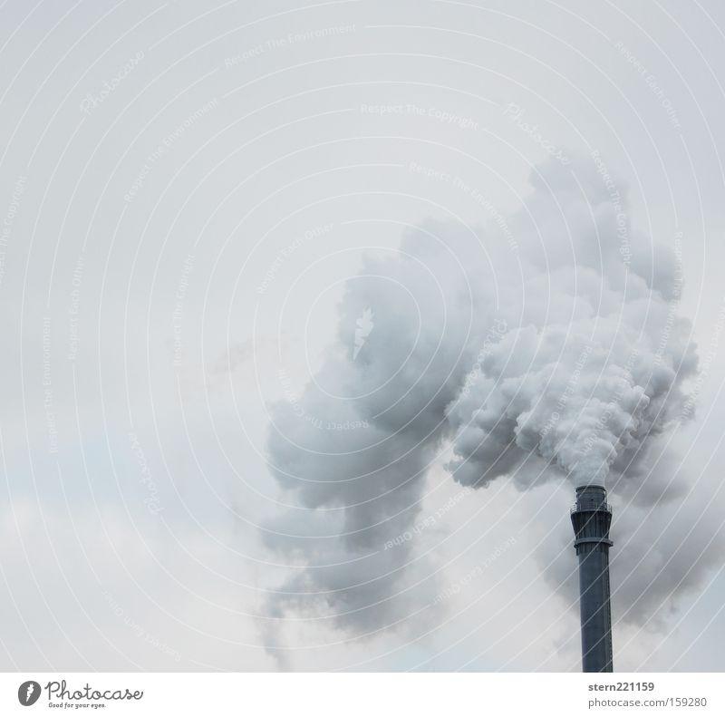 Viel Rauch um nichts Himmel weiß Wolken schwarz Umwelt grau trist Industrie Fabrik Abgas Schornstein brennen trüb Umweltverschmutzung Gift