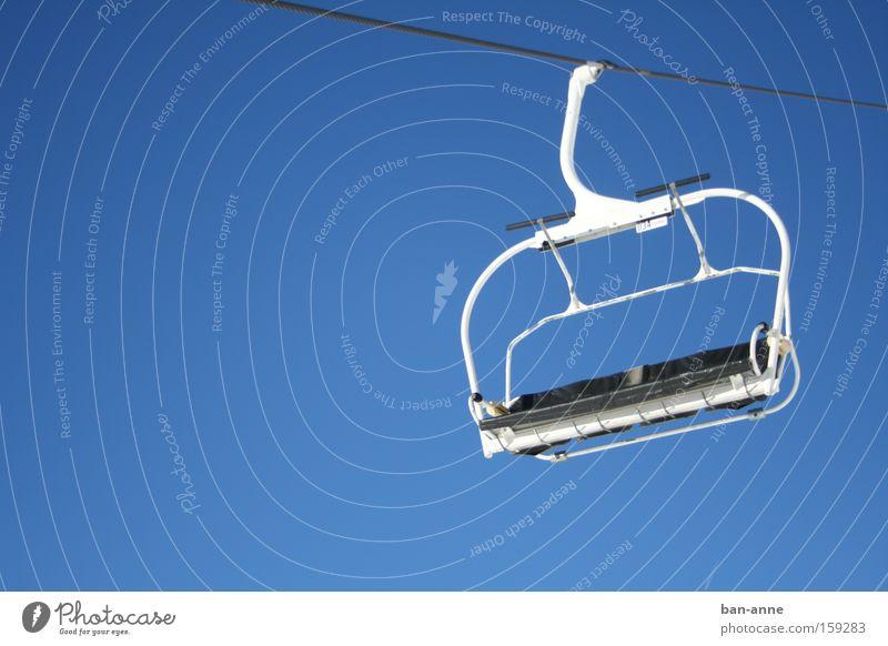 Dem Himmel so nah blau Spielen Luft Klettern Bergsteigen Wintersport Sessel bequem Skilift
