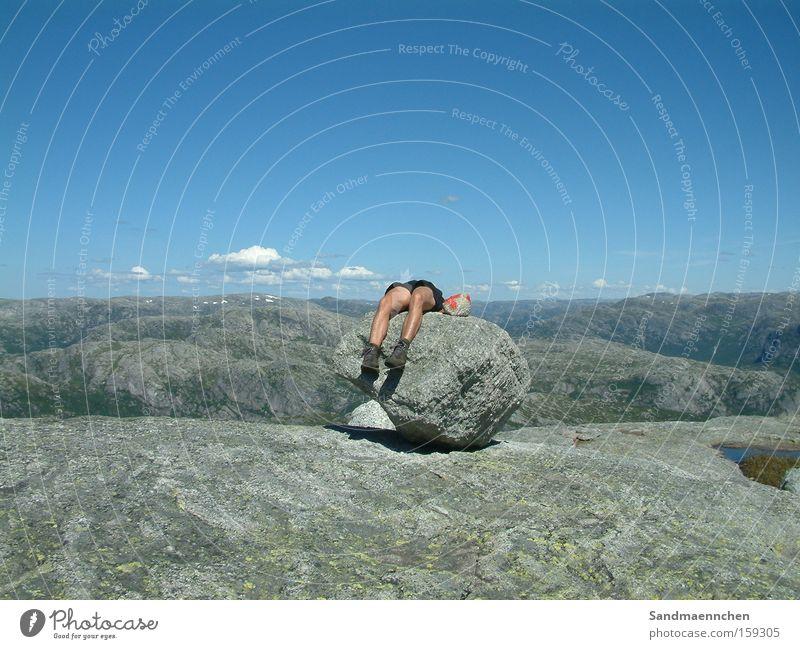 Der fehlende Körper Mensch Himmel weiß blau Sommer Wolken Berge u. Gebirge grau Stein Beine Skandinavien Norwegen Stavanger