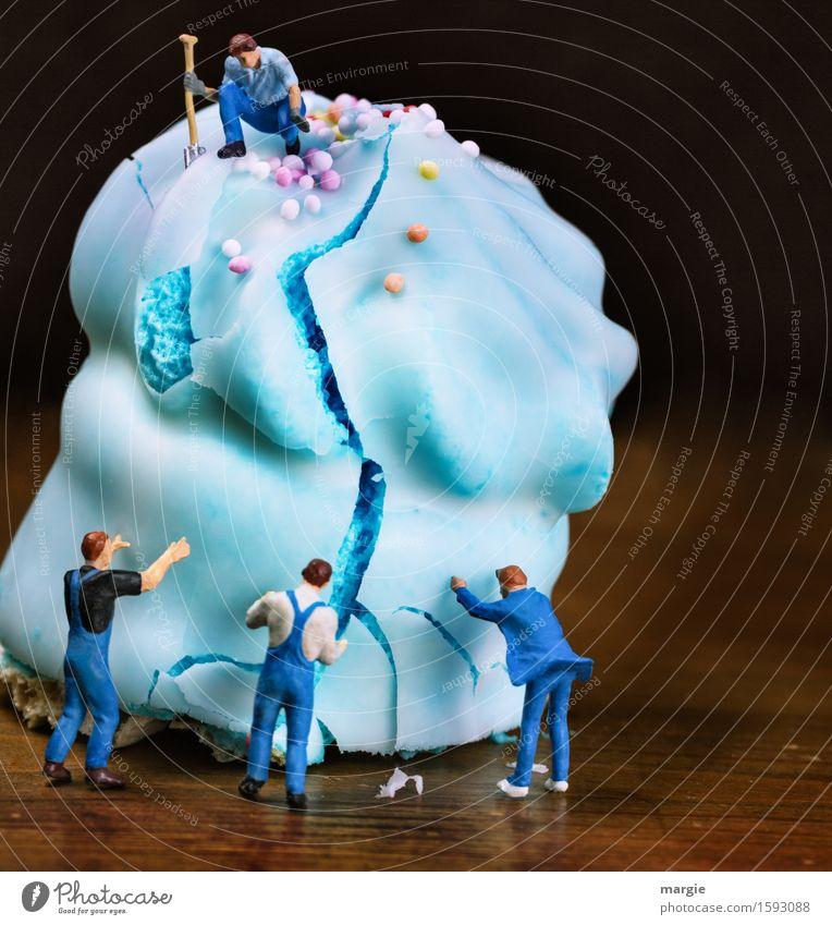 Miniwelten - Schokokuss Fabrik Mensch Mann blau Erwachsene Essen maskulin Ernährung süß Küche Beruf Süßwaren Dienstleistungsgewerbe Kuchen Handwerk Dessert