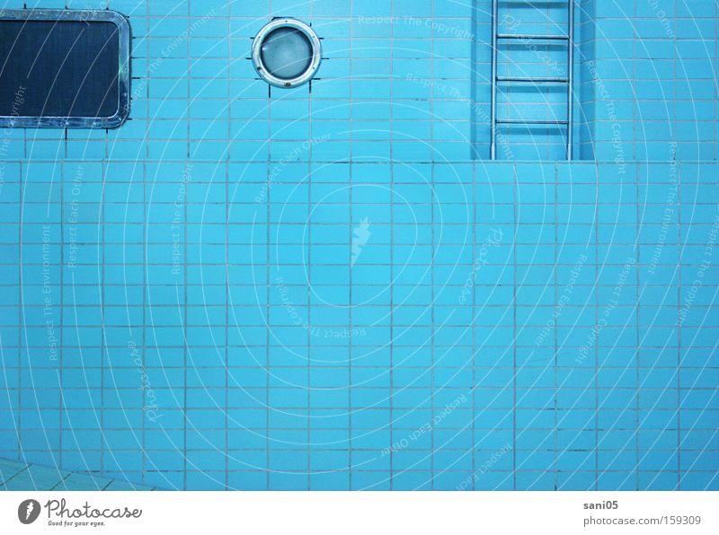 leer Schwimmbad Schwimmhalle Becken Wasser alt außer Betrieb Bad Chlor Ausstellung verfallen Einsamkeit