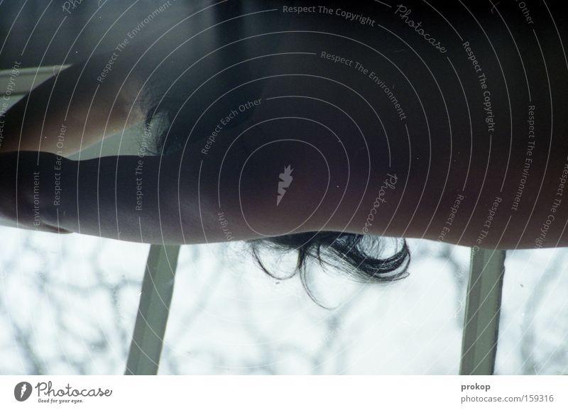 Fingerübung Frau schön Fenster Haare & Frisuren Haut zart Konzentration Akt Muskulatur Täuschung attraktiv üben strecken